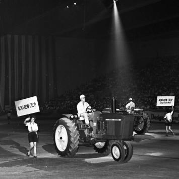 John_Deere_4010_tractor