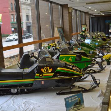 John_Deere_snowmobiles