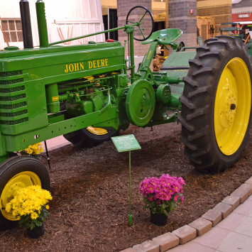 John_Deere_Model_B_Tractor