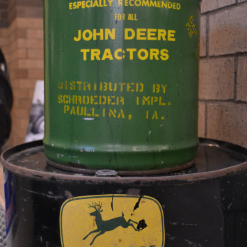 John_Deere_oil_cans