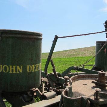 Vintage_John_Deere_Planter