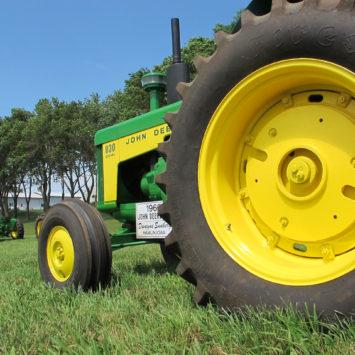 John_Deere_830_Series_Tractor