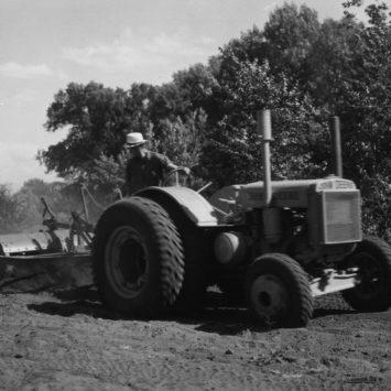 John_Deere_DI_Tractor