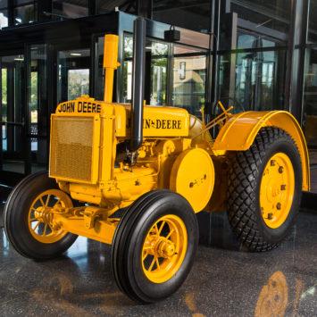John_Deere_Model_DI_Tractor