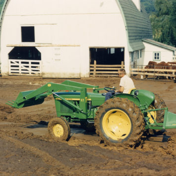 John_Deere_1020_Tractor_37_Loader_78_Rear-mounted_Blade