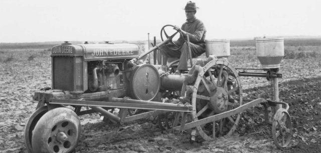 John Deere's General Purpose Wide-Tread Tractor Gets Its Due